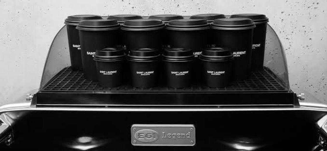 Saint Laurent inaugura café em Paris