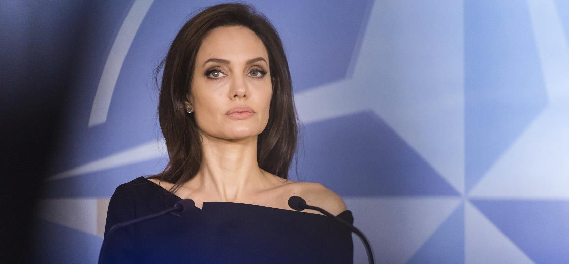 Angelina Jolie cria conta oficial no YouTube