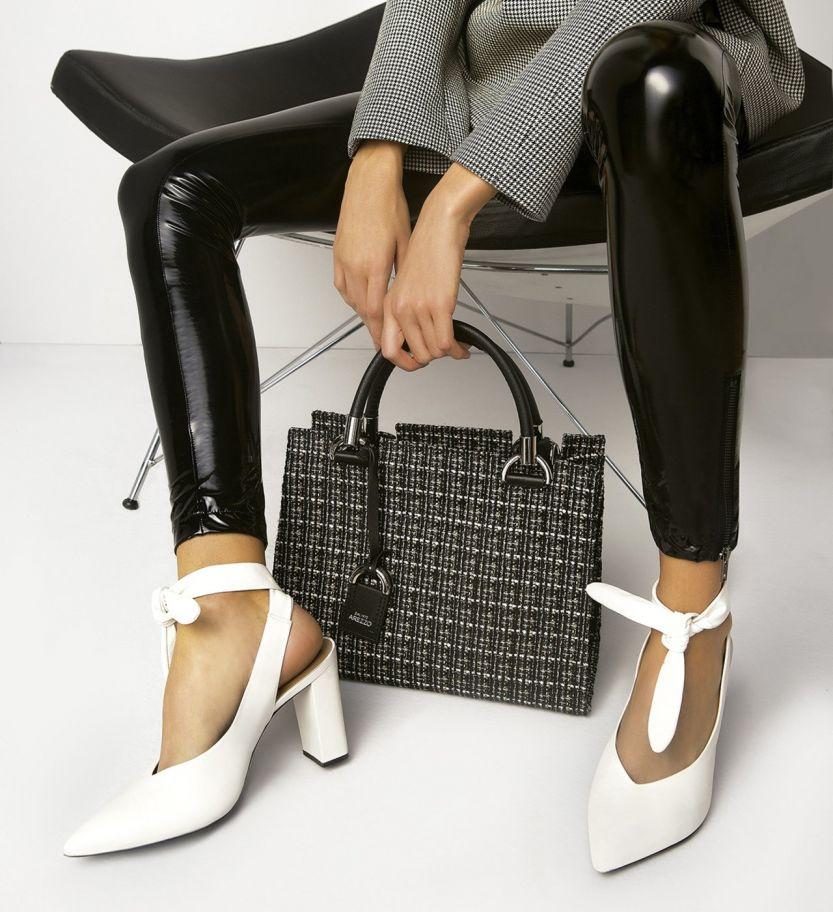 08ea828bc BACK TO 90's - skinny boots, tricô tecnológico, tachas, tênis e cortunos  tratorados renovam e dão um tom descolado aos looks, misturando elementos  urbanos e ...